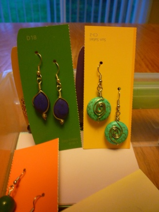 Packaging. Earrings on Paint Chips 02
