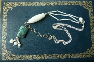 0060_Necklace_AsymmetricalBlueWhite (3)